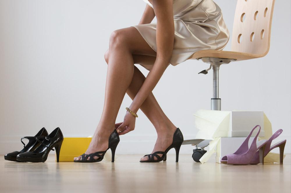Картинки по запросу woman trying on shoes